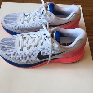 Women s Nike Shoes For Overpronation on Poshmark c654d8bbbae0